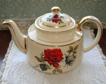 Sadler England 3447 - Vintage Teapot - Red and Grey/White Roses with Ridges and Gold Trim
