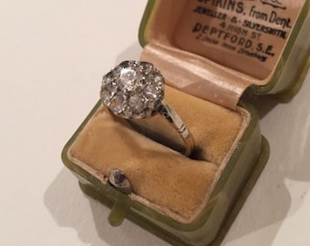 Vintage gold Engagement ring with beautiful setting