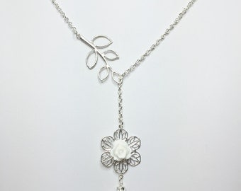White Flower Necklace Pretty Lariat Wedding Necklace White Pearl Necklace Bridesmaid Gift Mother of the Bride Gift White Bridal Necklace