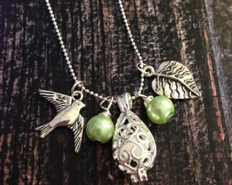 Pale Green Bird Leaf Diffuser Necklace