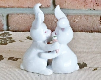 1970s hand painted Japanese kissing bunny rabbit salt and pepper shakers