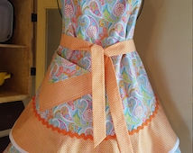 """FREE SHIPPING: Sassy Sisters """"Dreamsicle Paisley Prefection"""" woman's hostess or cooking apron."""