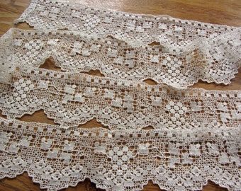Large old lace in linen ref 11927