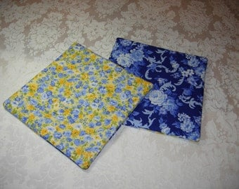 Set of 2 Country Kitchen Potholders