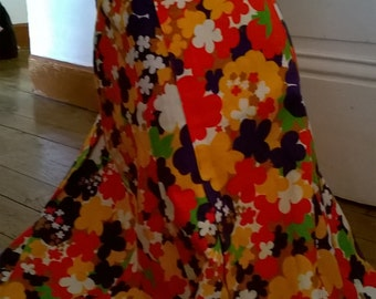 SALE 20% vintage 1960 skirt flower Twiggy Mods red size M 8US / pretty skirt vintage 1960 flowers size M orange red style Mods psyche