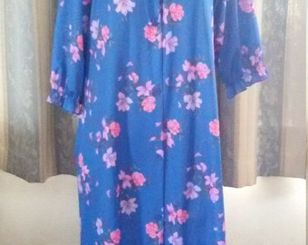 1960s Dressing Gown, Robe, Brunch Coat, house coat blue Nylon, printed pink , lilac flowers