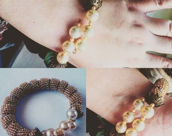 Bracelet with artificial pearls without fasteners