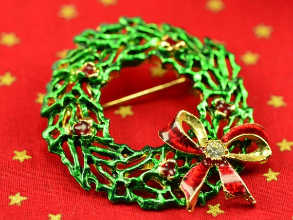 Red & Green Holiday Jewelry - Christmas Wreath Pin