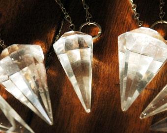 1 pendulum of clear quartz from this lot