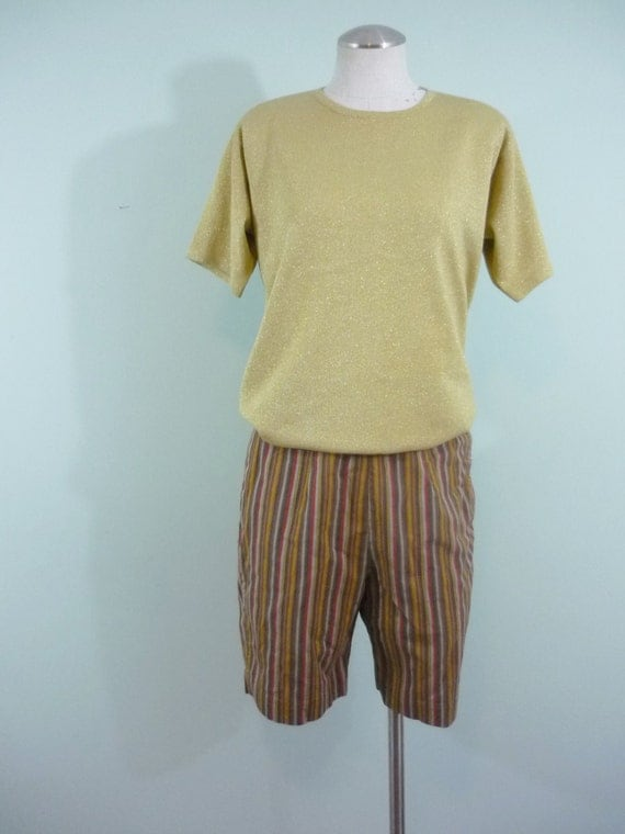 1950s Pin Up Shorts /  High Waisted, Knee Length / Striped, Textured Cotton / Modern Size 4 or 6