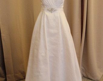 Halter neck wedding dress