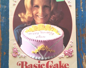 Basic Cake Decorating The Wilton Way Booklet, 1970s Cookbook, Vintage Cake Decorating Booklet, Vintage Baking Booklet