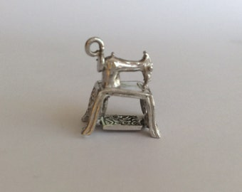 Sewing machine vintage sterling silver charm #808
