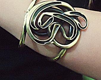 Bracelet flower in brass.