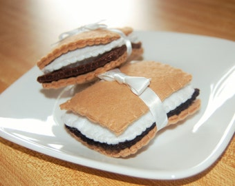 Smore Felt S'more Set (Set of 2) - Felt Food Set - Pretend Play - Party - Wedding Favors - Food Favor - Camping Play Food - Campfire Play