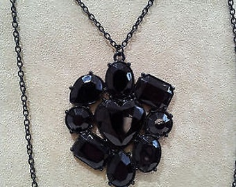 Lovely black pendant necklace - features a large 9 stone faceted black centrepiece