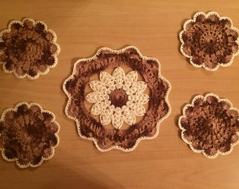 Crocheted Doilies set 7 items cream/Brown
