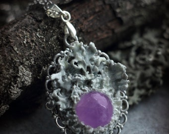 Lichen berry, polymer clay pendant with narural dry lichen and amethyst. Fantasy jewelry. Forest jewelry. White pendant. Lichen necklace.