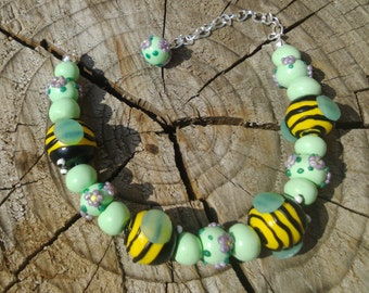 Pearl bracelet with bees and flowers