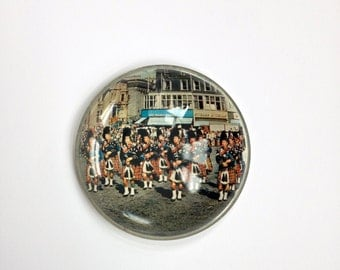 Scottish Paperweight - Bagpipes Paperweight - Glass Paperweight with Scotsmen - Gift for Scots - Men in Kilts Paperweight - Scots Souvenir