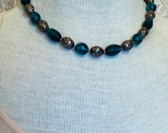 Vintage ocean-blue and silver-toned beaded necklace