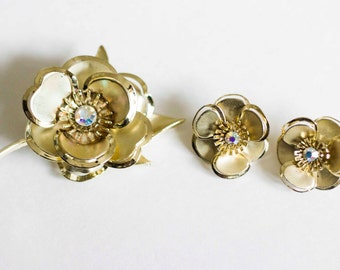 Vintage Gold Toned Broach and Matching Clip on Earrings. Antique Brooch jewelry set