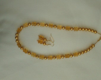 Golden Pearl and Tulip Necklace