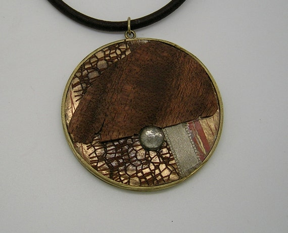 Necklace ethnic quartz and wood