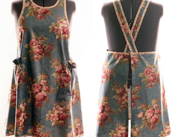 Studio Sample Sale : No Ties Apron in Big Red Roses on Blue
