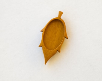 Leaf - Brooch Blank - Wooden Setting - Handcrafted by ArtBASE - Mahogany Wood - 28 x 46 mm Oval Cavity - (D104-M)