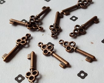 Antiqued Copper Key Charms (9)