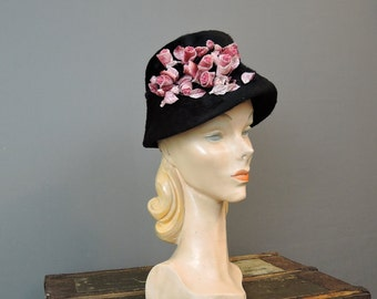 Vintage 1960s Cloche Style Hat, Black Plush Wool with Pink Flowers, 21 inch head