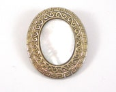Mop Scarf Clip - Mother Of Pearl Oval Geometric Accessory For Women - Vintage Jewelry