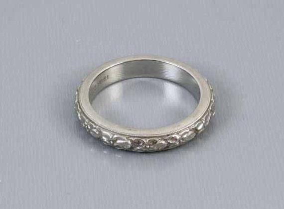 Mans or womans unisex vintage wedding band ring 18k white gold signed Traub Orange Blossom extra heavy 7.8 gram,  size 8