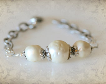 Chunky Vintage Pearl Bracelet. Repurposed Up-Cycled Jewelry. Bridal Jewelry. Something Old.