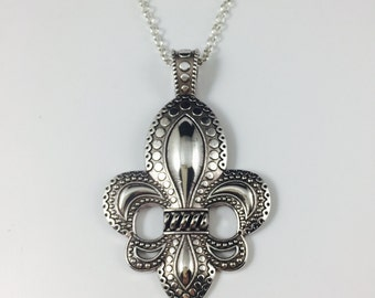 Lg Fleur de Lis Necklace - Antique Silver