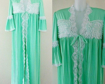 Sale..Vintage Granny Apple Green Robe, Vintage Ladies Robe, 1960s Robe, Pleated Robe, Vintage Green Pleated Ladies Robe