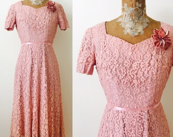 Vintage 1950s pastel pink lace dress/velvet millinery flowers/ribbon trim