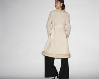 Vintage 1960s Wool Women's Wool Fur Collar and Hem Coat  - Vintage Wool Coat  - Vintage Fur Coat  - WO0350