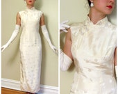 Vintage 1950s Cheongsam Evening Dress / 50s Party Dress in Embroidered Ivory Silk / Medium