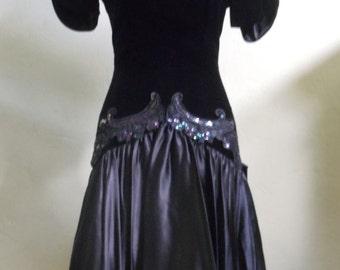 """Vintage 80's Karen Lucas for niki Evening / Prom Dress Velvet Dropped Waistline FRT Applique Satin Skirt Back Bow Bust 35"""" Waist 27"""""""