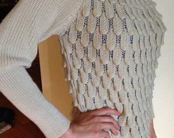 Blowout Sale. Vintage Knit Scales Sweater Pullover Top. Excellent Condition. OOAK. M.