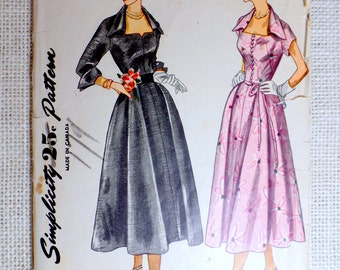 Vintage Pattern Simplicity 3140 new look Full skirt Rockabilly 1950s Bust 34 square neckline notched bombshell wing collar dress Fit Flare