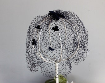 Vintage 1950s Blue Veil Fascinator / 50s Dark Navy Birdcage Veil Bow and Clubs / Velvet Hair Bow /  Millinery / Netting / Gothic