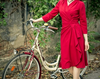 40s style wrap dress in red rayon crepe, Size L / vintage style dress / film noir dress / wrap dress