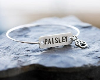 Cat Name Bracelet, Paw Name Tag Bangle, Cat Name Plate Silver Bracelet, Silver Initial Rectangle Tag, Name Custom Cat Bracelet, Cat Paw