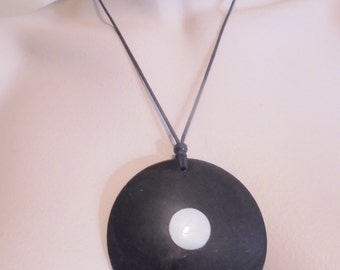 Vintage MOP Shell Black Pendant Necklace Mother of Pearl India Large Chunky Boho Retro Statement Art Deco Runway