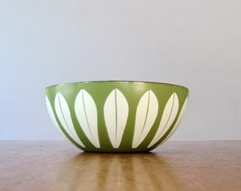 Mid Century Cathrineholm Enamel Lotus Bowl - Olive / Avocado Green