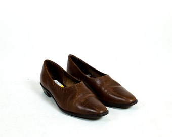 SALE Vintage 1980s Rich Brown Butter Soft Leather Pointed Toe Smoking Slippers Chunky Heel Shooties Size 5.5 6