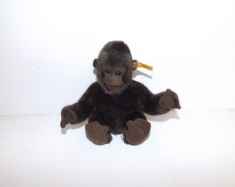 Vintage 1970s Steiff soft toy monkey gorilla animal with button and yellow tag